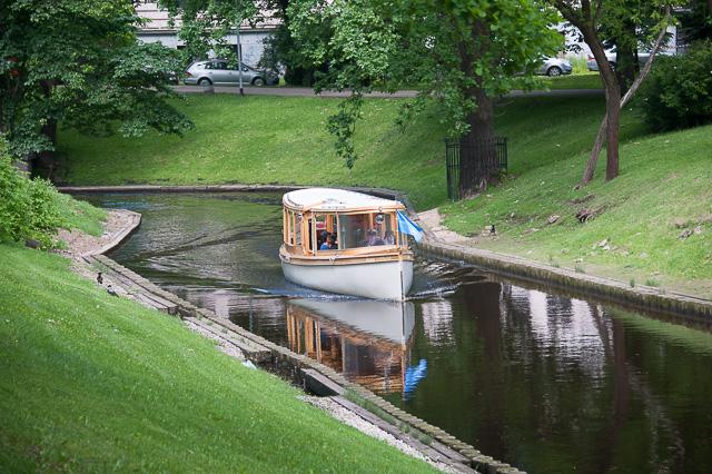 Ausflugsboot auf dem Pilsetakanal